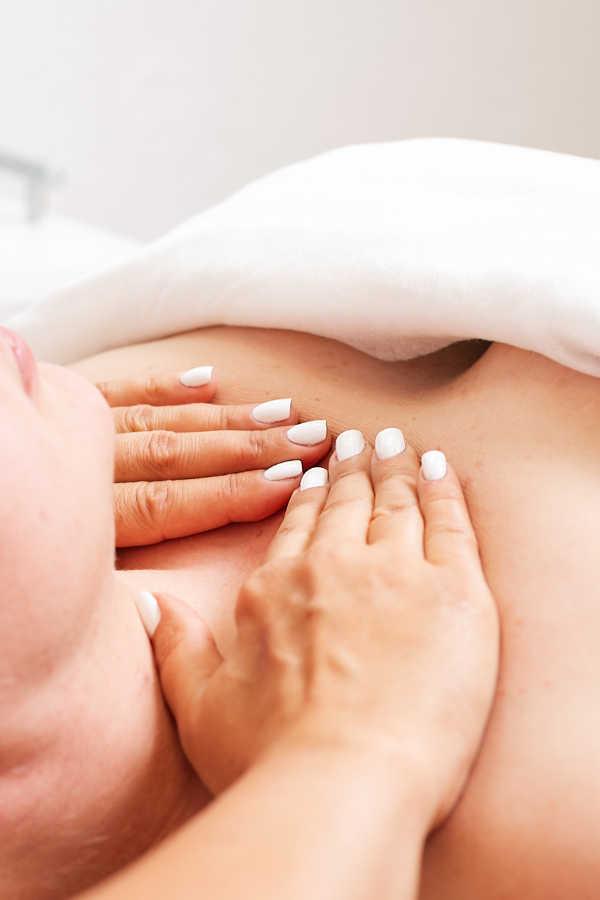 massaggio collo decollete